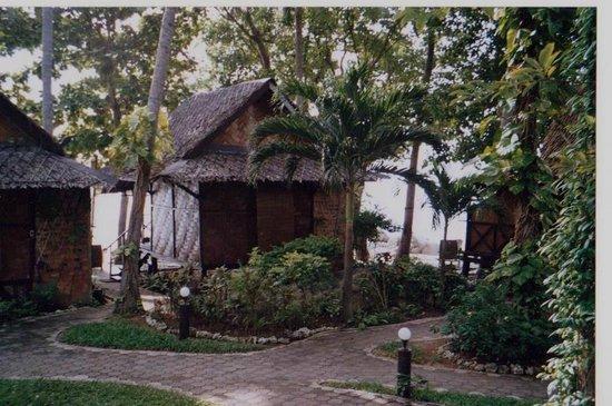 Laem Set Inn :                                     beachfront bungalows