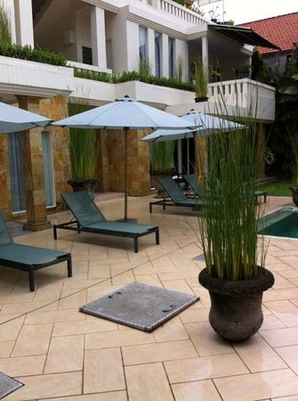 Bali Court Hotel and Apartments:                   courtyard