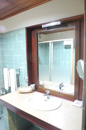 Randholee Luxury Resort: Bathroom