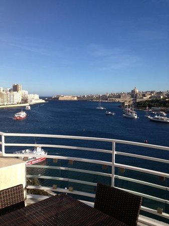 Pebbles Boutique Aparthotel:                                     Awesome views of the harbour and Viletta
