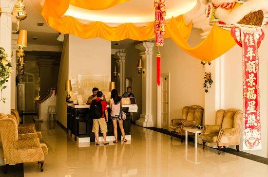 Chulia Heritage Hotel:                                     The non air-conditioned lobby