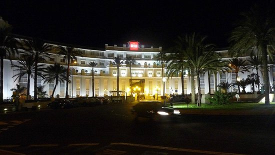 Hotel Riu Palace Maspalomas:                   Hotel at Night