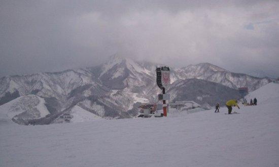 Ishiuchi Maruyama Ski Resort :                   石打丸山スキー場中腹