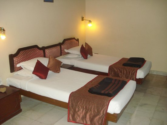 Hotel Vishnupriya:                   room with two separate beds