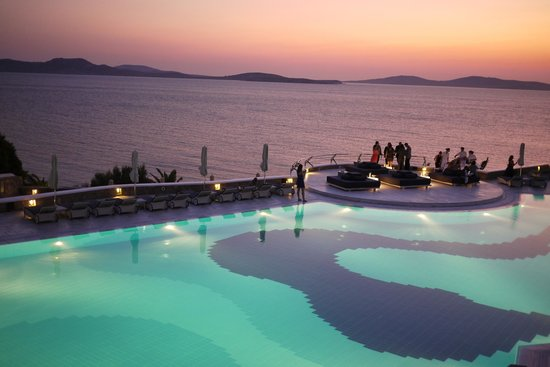 Agios Ioannis, Yunani: Pool area at sunset