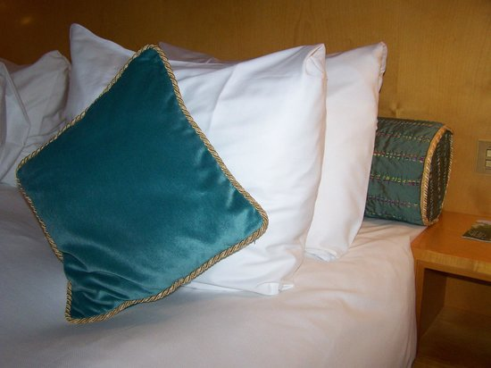 ‪‪Crowne Plaza Hotel Brussels - Le Palace‬: nice pillows‬