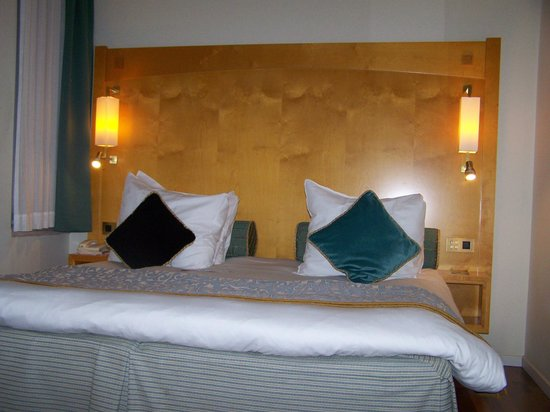 Crowne Plaza Hotel Brussels - Le Palace: Big and comfy bed