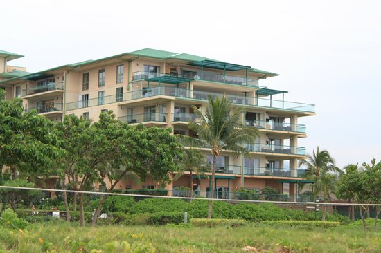 Honua Kai Resort & Spa:                                     Honua Kia Hokulani building view from the beach