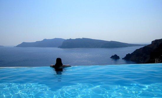 Katikies Hotel:                   infinity pool