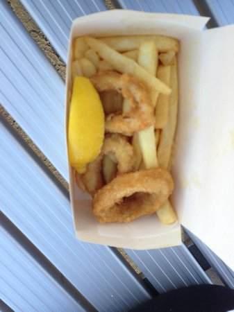 Flippers Cooked & Fresh Seafood: Calamari & Chips