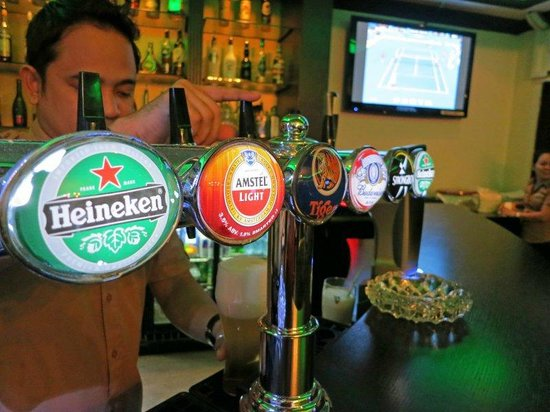 Ascot Hotel:                   Bar