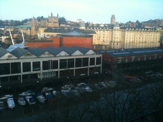 โรงแรม เดอะ บริสตอล:                   view from room 617
