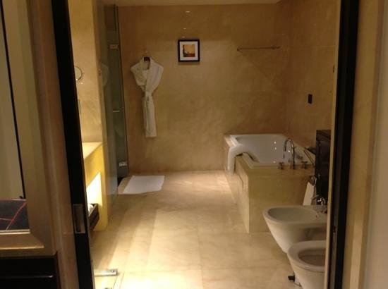 The Address Downtown Dubai: bathroom