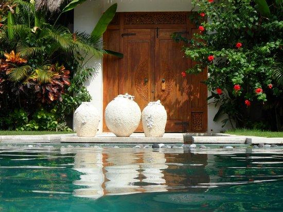 Nyaman Villas:                                     piscine villa 2 chambres bis
