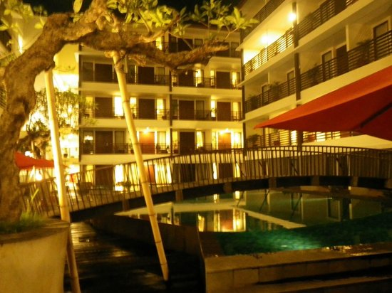 Sun Island Hotel Kuta: Night view