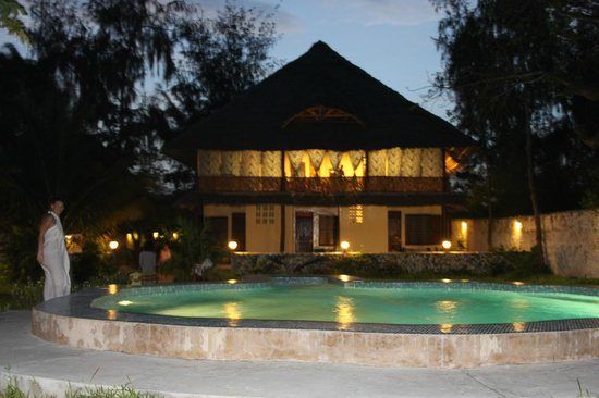 Kobe House :                   casa e piscina