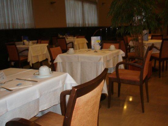 Leonardo Hotel Barcelona Gran Via: sala colazione