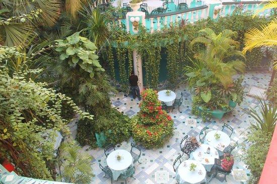 Maya Del Mar:                   Innenhof mit Pool