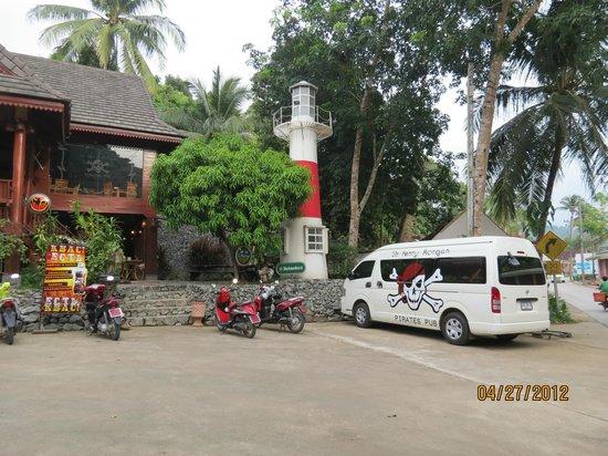 Chang Park Resort & Spa:                   бар Генри Морган
