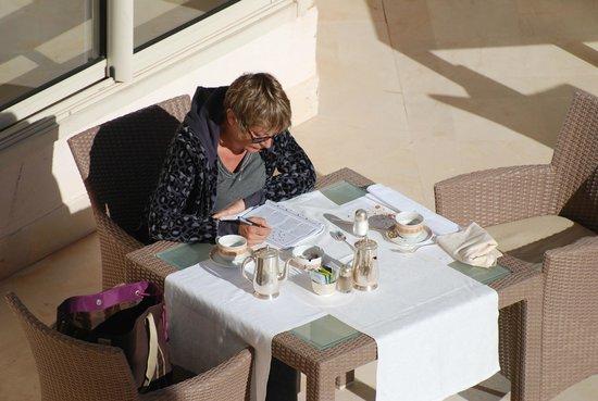 Hasdrubal Prestige Thalassa & Spa :                   petit dej au soleil