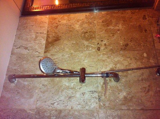 جراند بالاديوم إمباساي ريزورت آند سبا - شامل جميع الخدمات:                   Olha a quantidade de água q sai da ducha...uma vergonha!                 