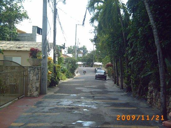 Velero Beach Resort:                   gatan till stan