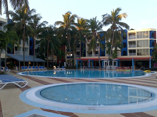 Hotel Club Tropical:                   Piscina