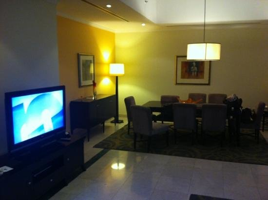 Dubai Marriott Harbour Hotel & Suites :                   living and dining view