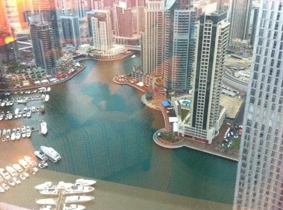 Dubai Marriott Harbour Hotel & Suites:                   view from living room