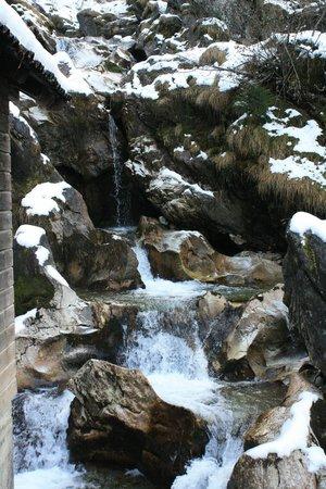 Hotel Alpenhof Hintertux:                   Водопад в Туксе