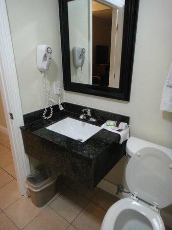 ฮอลลีวูดซิตี้อินน์: Salle de bain privative
