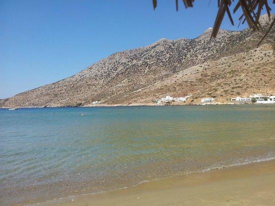 Hotel Boulis:                   La plage à 50 mètres de l'hôtel, trop dur d'y aller...