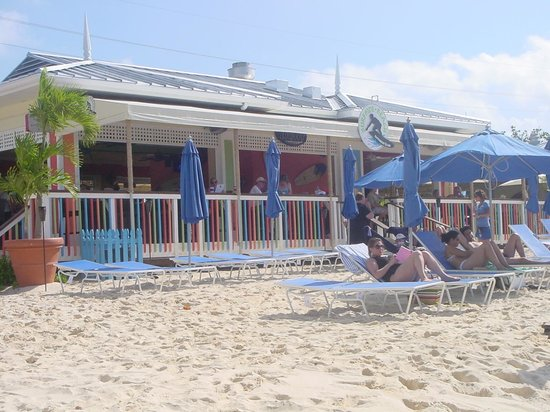 Surfside Beach Restaurant & Bar :                   View of restaurant from ocean
