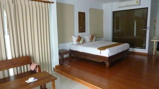 Poolsawat Villa: Inside a room