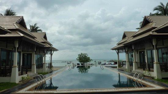 Poolsawat Villa: Bungalows and pool