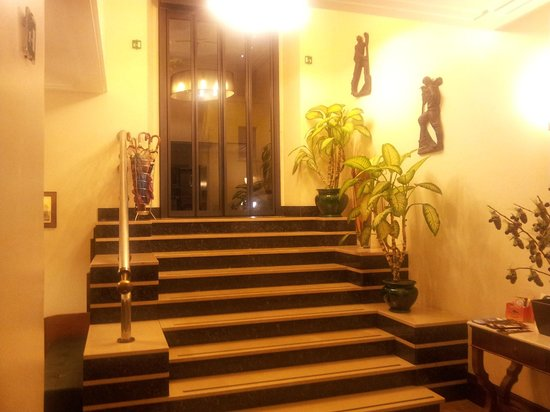 Relais 6:                   Entrada al hotel
