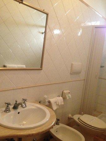 Hotel Leopardi: Bagno