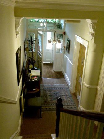 Cornerstones Guest House: Up Stairs Down Stairs