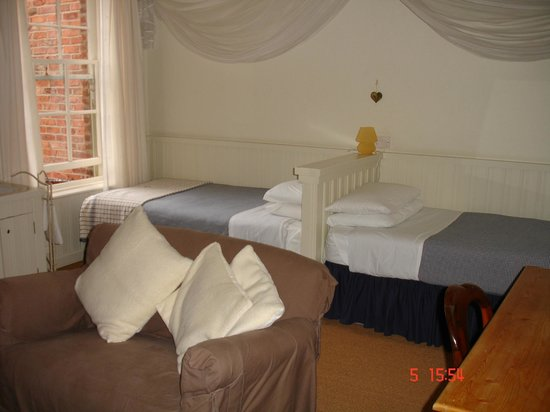 Cornerstones Guest House: Room 4