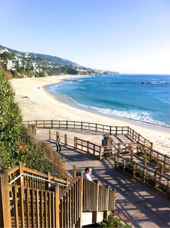 Montage Laguna Beach: Walkway from hotel to Beach