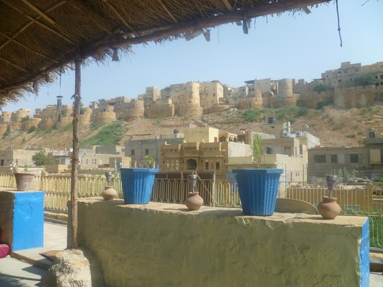 Nomads Guest House: Rooftop Restaurant with Fort View