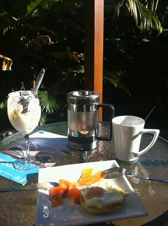 Studio 58 Byron Bay:                   Studio 58 , breakfast on the veranda