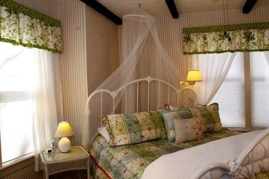 Taylor House Inn: Ant Sue Room # 1