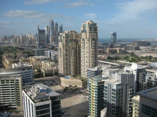 Auris Metro Central Hotel Apartments:                   Udsigt mod nye Dubai og marinaen