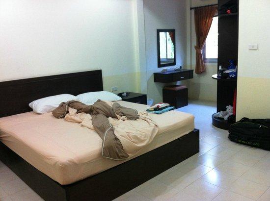 Bangtao Kanita House:                   chambre