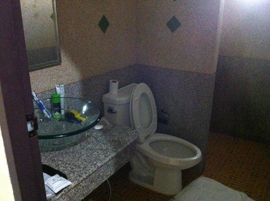 Bangtao Kanita House:                   salle de bains