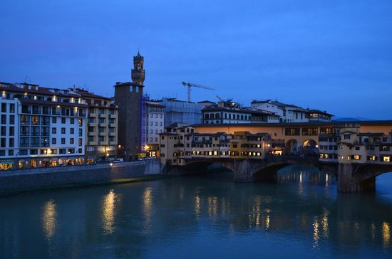Hotel Lungarno: Right view from our balcony - Ponte Vecchio