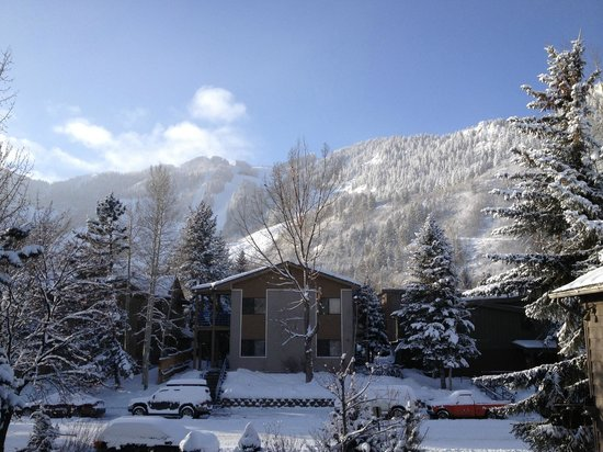 Molly Gibson Lodge:                   View to Aspen Mountain from 2nd floor room