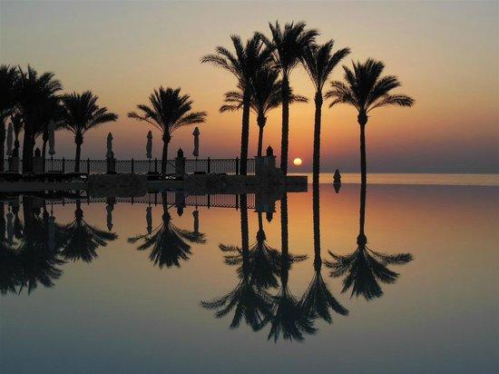 The Makadi Spa Hotel (Adults Only): Makadi Spa's Infinity pool by dawn