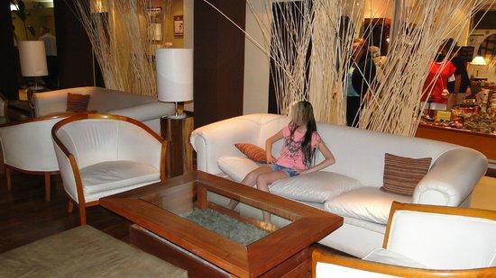Raices Esturion Hotel: El lobby